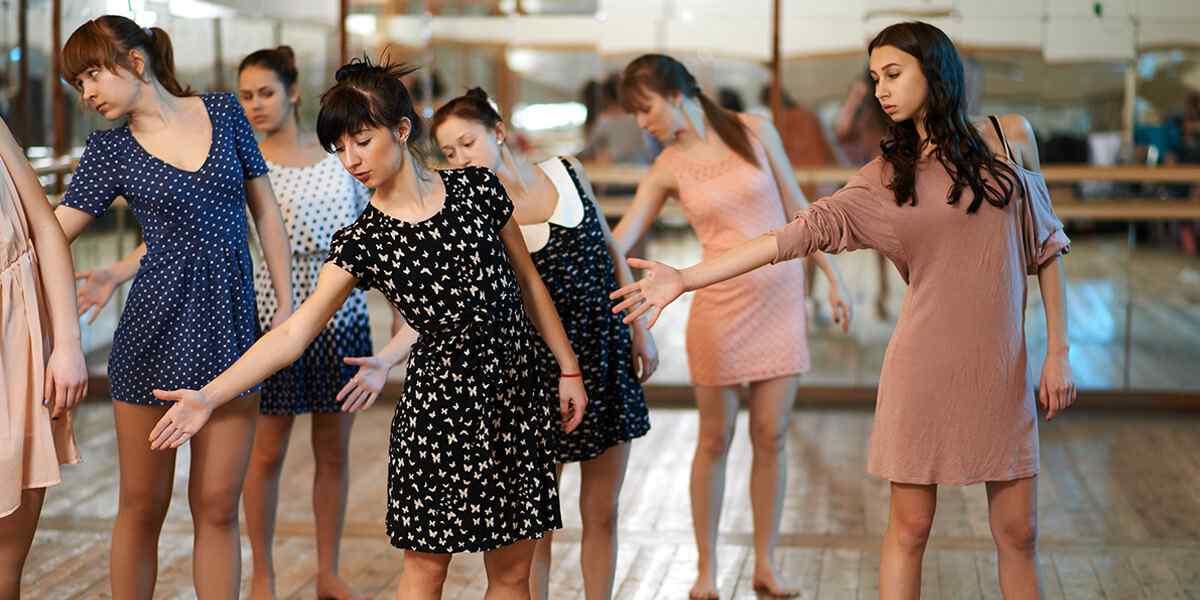https://www.musikschule-heiligenhaus.de/wp-content/uploads/2019/04/inner_dance_01.jpg